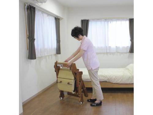 安寿 折りたたみ家具調トイレ(ソフト便座)