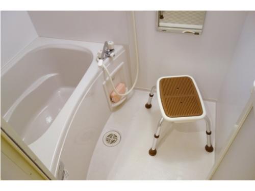 【在庫処分】らくらくシャワーベンチ 背なしタイプ 61%OFF
