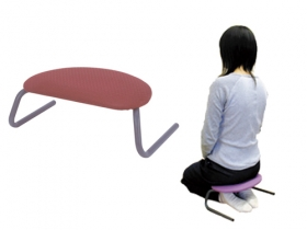 「正座いす」は、正座をすると足腰が痛むかた向けのいすです。集まりごとなどで、どうしても正座をする必要がある際に。各公共施設での使用に。