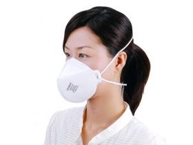 呼吸器防護具の規格基準であるN95規格のマスク。呼吸器感染のリスクをより低減する目的で使用されます。