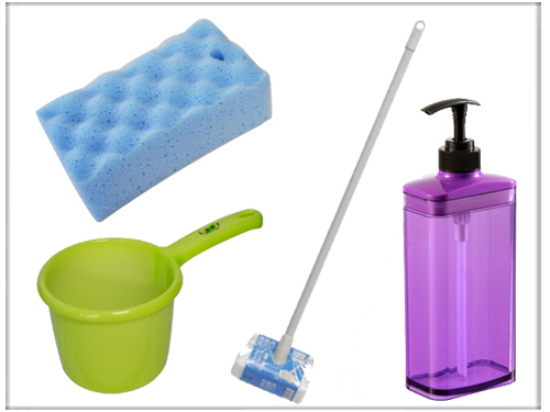 浴室用の日用生活雑貨品 (風呂おけ、浴室クリーナー、スポンジ、シャンプーボトルなど)